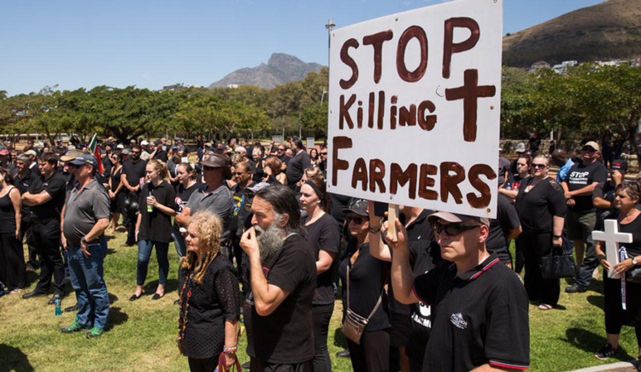 Black Monday march by white farmers. Photo y Daily Mavrick