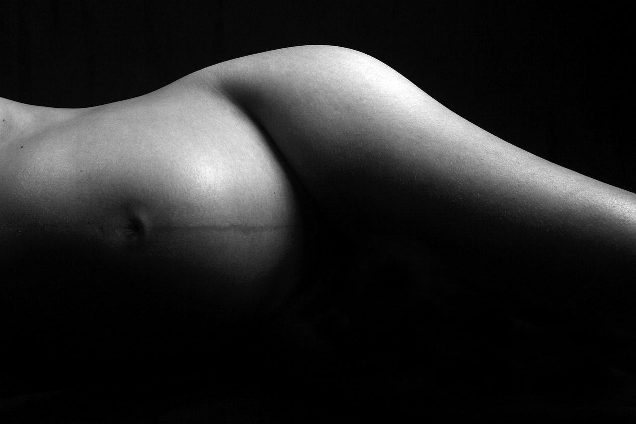 naked-3202444_1280